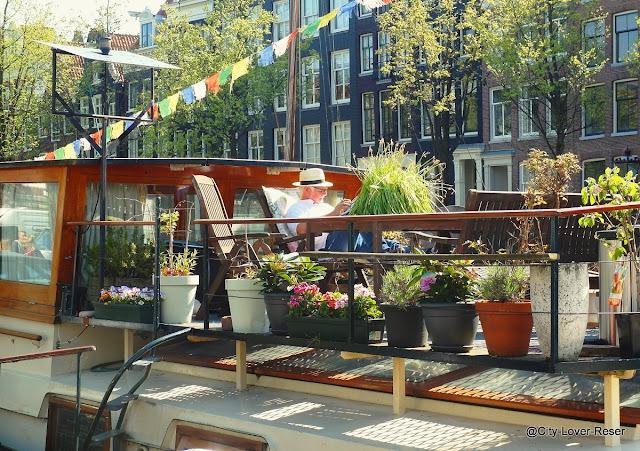 vackraste husbåt i Amsterdam