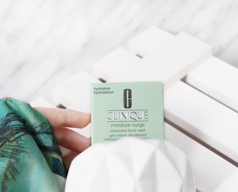 Clinique Moisture Surge, czyli najlepszy krem nawilżający do twarzy na dzień i pod makijaż