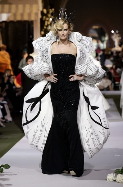 Dior Fashion Show – Haute Couture Fall-Winter 2007-2008