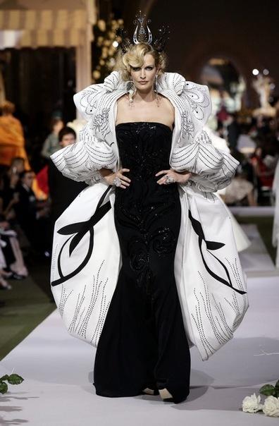 Dior Fashion Show – Haute Couture Fall-Winter 2007-2008