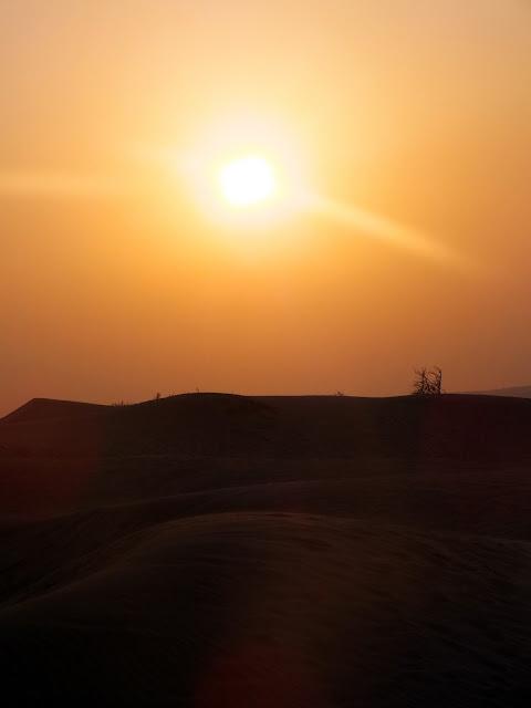 atardecer en el desierto de Dubai