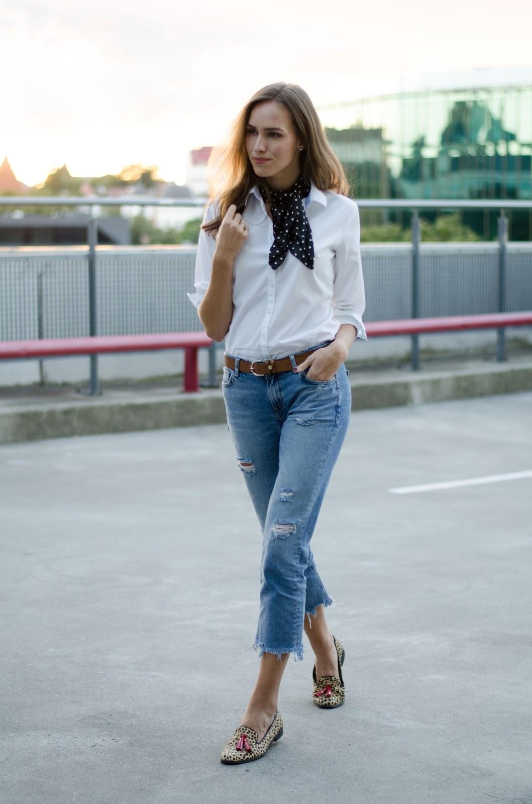 frayed boyfriend jeans bandana neck scarf minimal outfit