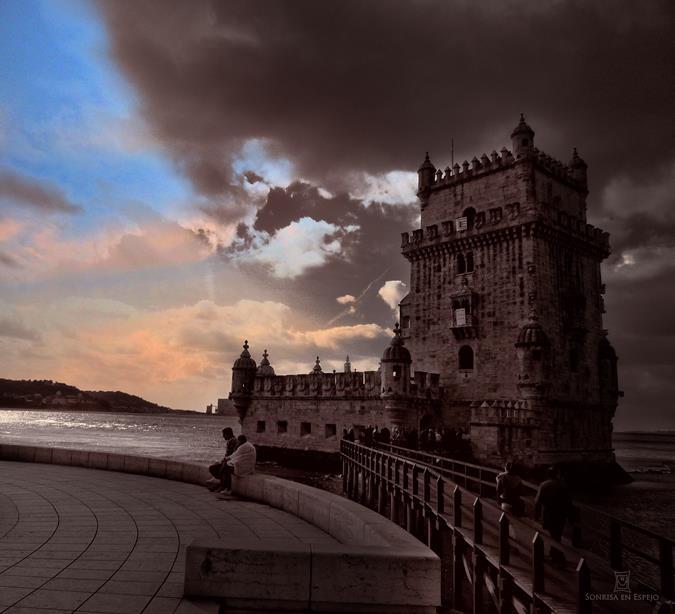 """Atardecer en Belem Lisboa. Poema """"Con ella"""" de Pablo Neruda por Sonrisa en Espejo"""