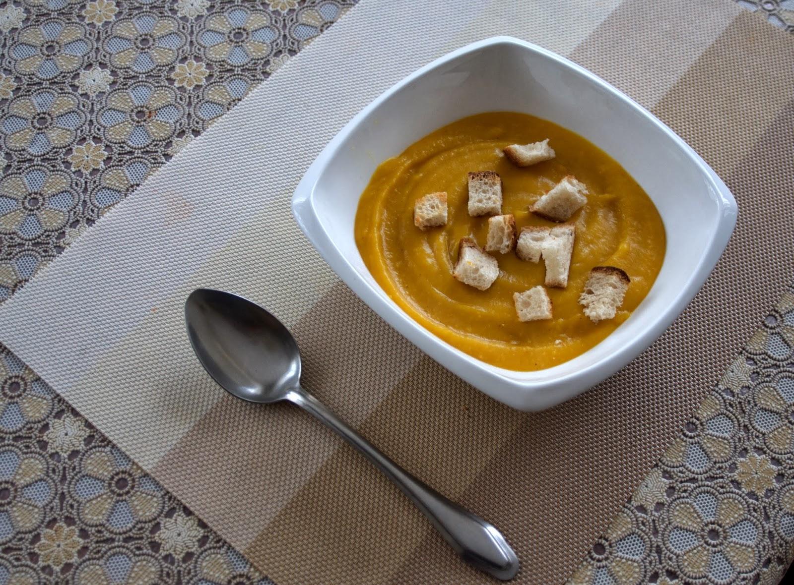 zupa krem z dyni oraz przyprawa curry