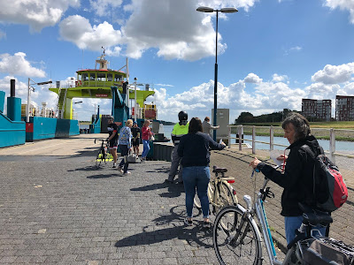 A ferry crossing the Nieuwe Mass, the Maasluis - Rozenburg connection.