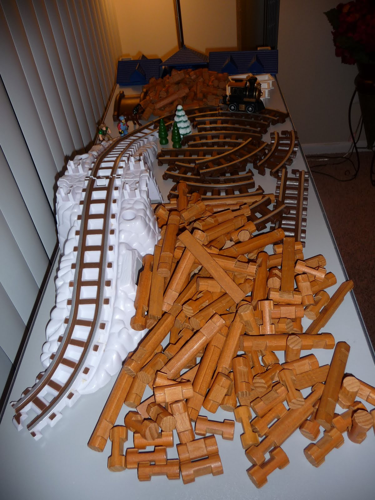 The Phillips Moving Sale Lincoln Logs With Train Track