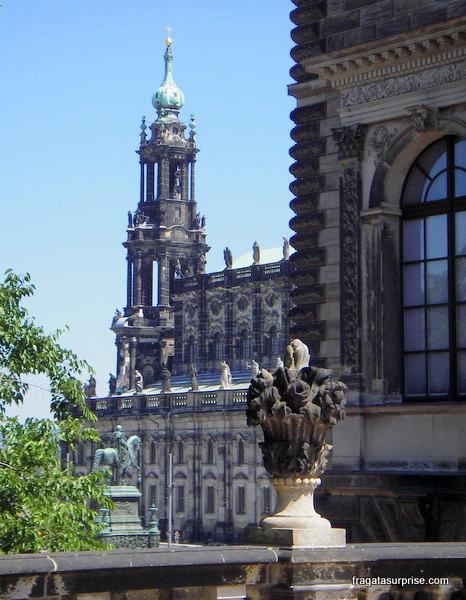A Hofkirche, catedral católica de Dresden, vista de um terraço do Palácio Zwinger