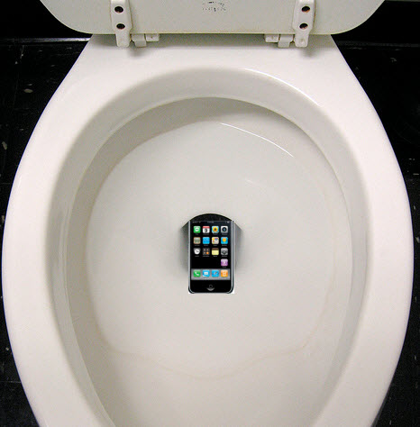 dropped iphone in toilet how i fixed my iphone after it fell in the toilet 3913