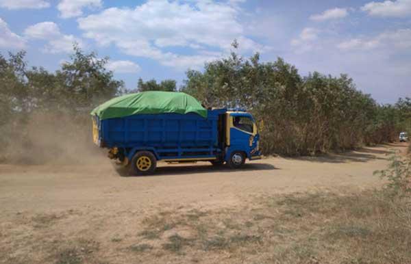 warga desa andir majalengka resah oleh debu