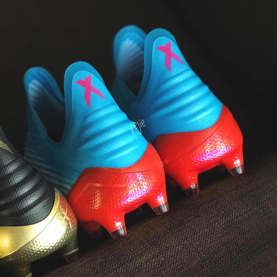 da0101d63df1 The Adidas X 19+ Hard Wired cleats have an interesting look that sees the  upper fade from light blue in the back towards more white parts in the  front.