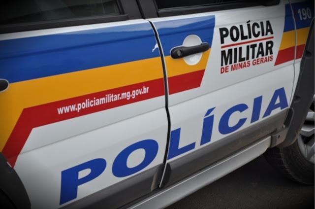 Arma de fogo é apreendida e indivíduos que tentaram invadir de mulher de 55 anos são presos