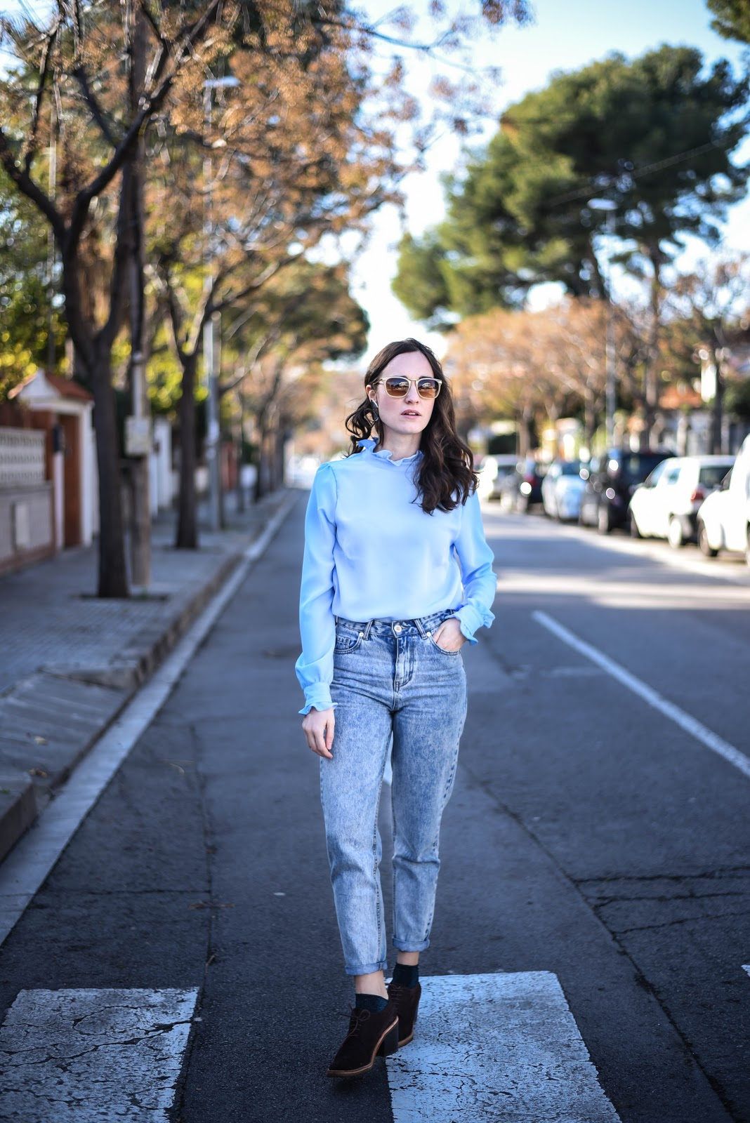 blue_blouse_mom_jeans_denim_look