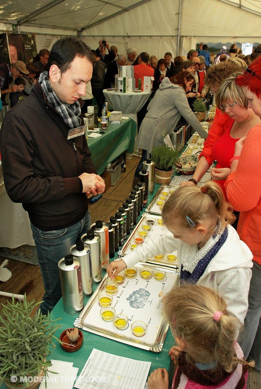 Beim Olivenoelfest kann das gesamte zait-Sortiment an Olivenoelen probiert werden