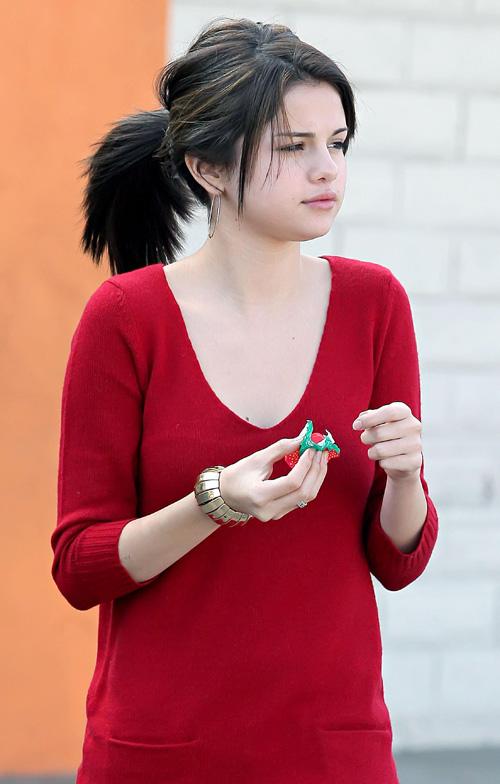 selena gomez in red dress fashionguru99