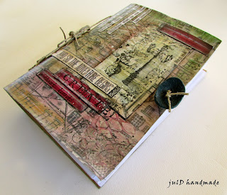 https://juldhandmade.blogspot.gr/2016/10/my-first-journal.html