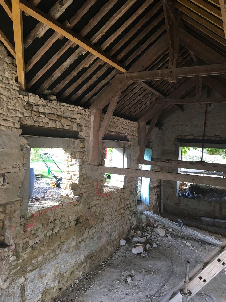 Rénovation d\'une grange #7 : dalle et fenêtres | caractériELLE