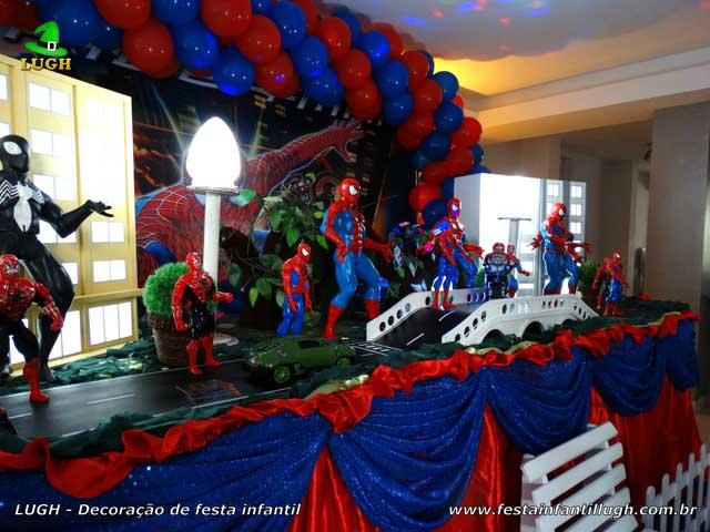 Mesa de aniversário luxo tema do Homem Aranha para festa infantil