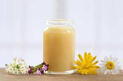 Tẩy tế bào chết hiệu quả với sữa ong chúa
