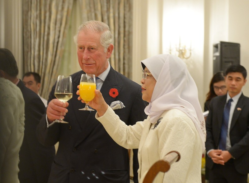 Prince Charles and President Halimah Yacob raising their glasses in a toast during a dinner that Madam Halimah hosted for the Prince and and his wife Camilla, the Duchess of Cornwall, at the Istana on Oct 31, 2017.