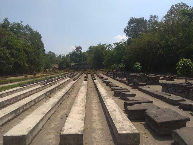 Foto Area Candi Surowono
