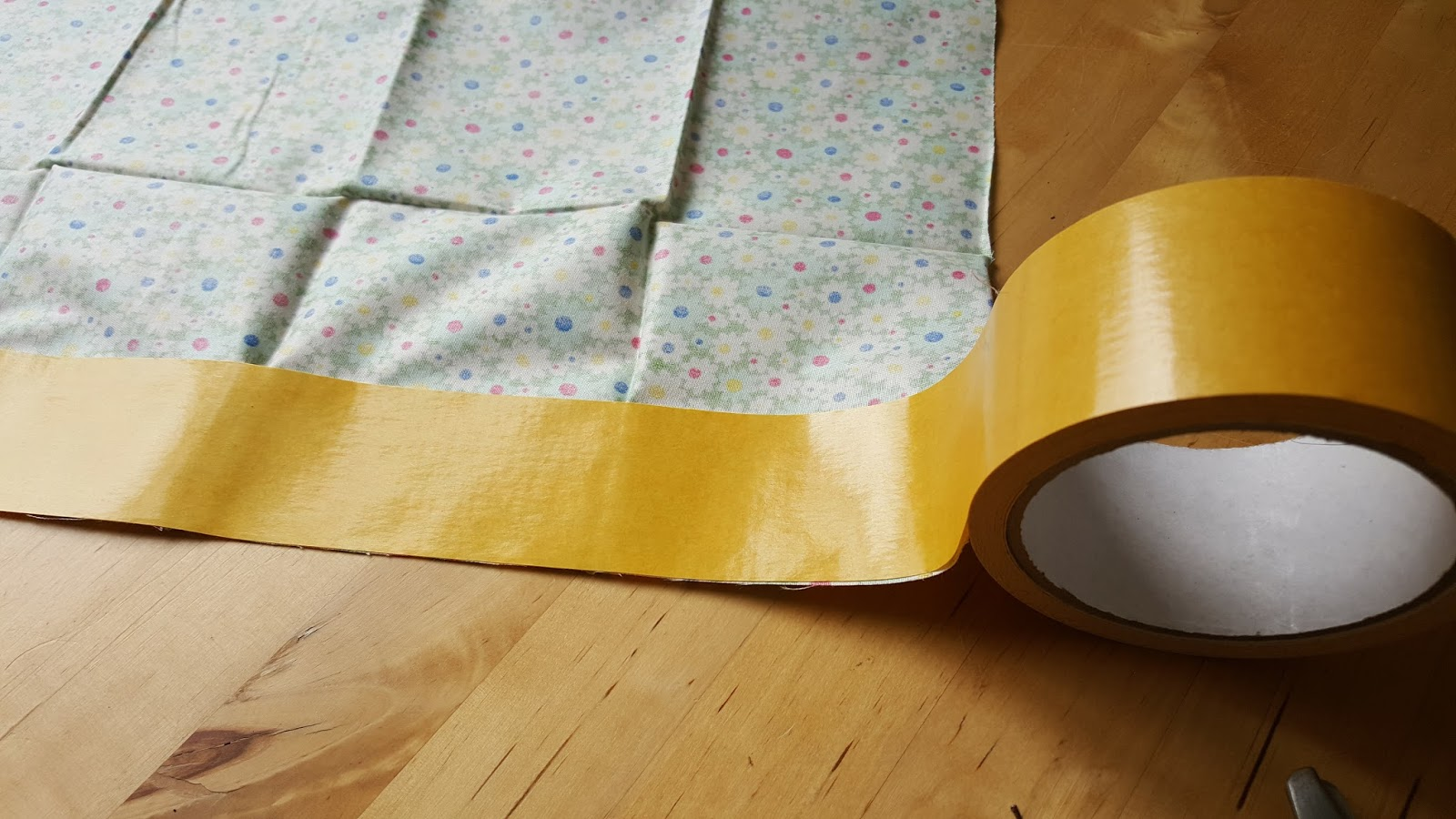 diy osterkarten selbstgemachtes masking tape aus stoff apfelb ckchen familienblog. Black Bedroom Furniture Sets. Home Design Ideas