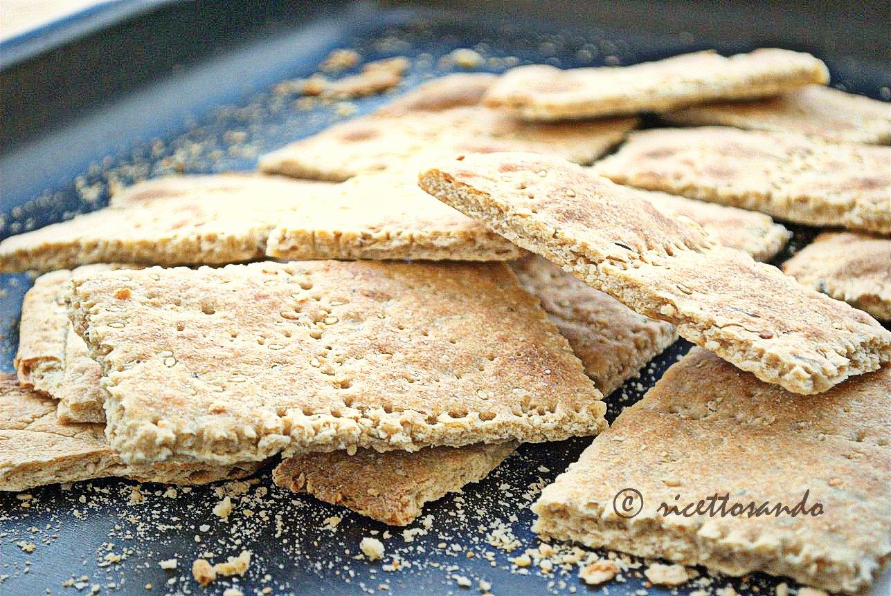 Crackers integrali al sesamo ricetta lievitati