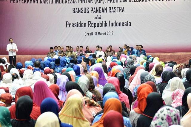 Hebat! Tak Singgung Pilgub, Jokowi Disambut Warga Gresik dan Lamongan
