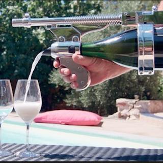 La mitraillette à champagne : Champagne Gun