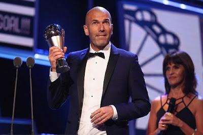 Patut berbahagia Zidane meraih penghargaan juara Pelatih terbaik Oleh Fifa