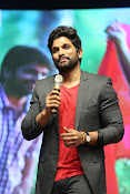 Allu Arjun at Oka Manasu Audio launch-thumbnail-5