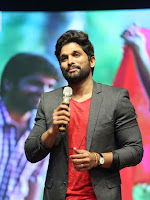 Allu Arjun at Oka Manasu Audio launch-cover-photo