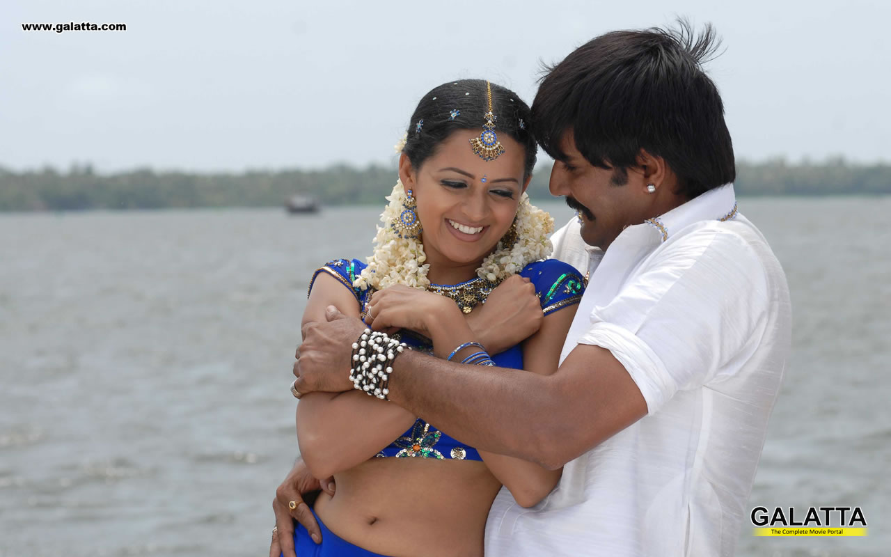 Bhavana Hot Navel And Hot Kiss In Saree Sexy Photo Gallery