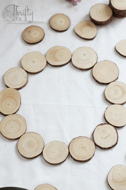 DIY 5 minute wood slice wreath tutorial. How to make a wood disc wreath. DIY easy Christmas crafts. DIY Christmas ideas. Farmhouse Christmas decor. Woodland Christmas wreath.