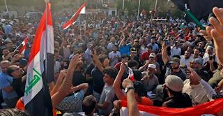 المتظاهرون يقتحمون منشآت النجف الرئيسية مع تصاعد المظاهرات في العراق