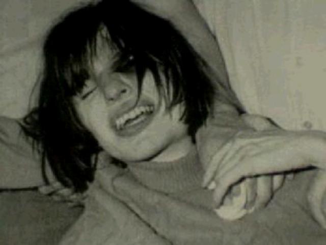 Anneliese Michael thường xuyên có những hành vi lạ như la hét, méo mó, nói bằng nhiều giọng khác nhau
