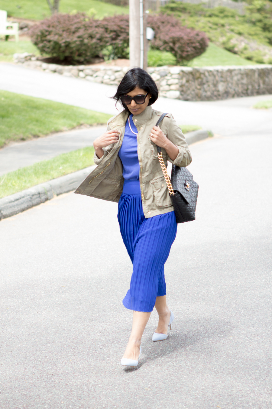 spring style, business casual, work outfit, ladylike, elegant, midiskirt, pleated skirt, cobalt blue, royal blue, blue pumps, sole society, j.crew style, utility jacket, cargo jacket