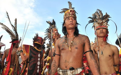 5 Nama Provinsi di KALIMANTAN: Ibukota, Bahasa, Suku, Pahlawan, Lagu Daerah, Rumah Adat, Pakaian, Tarian, Senjata dan Peninggalan Sejarah