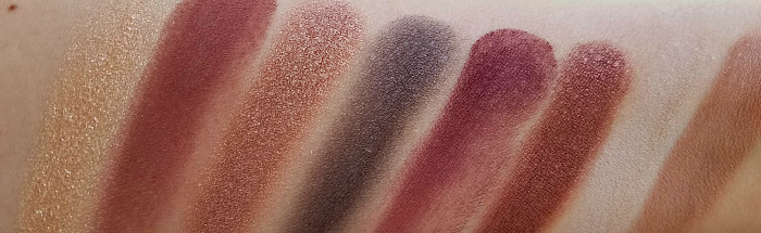Swatches Glo Skin Beauty - The Velvets Shadow Palette - 7.6g - ca. 75.00 Euro