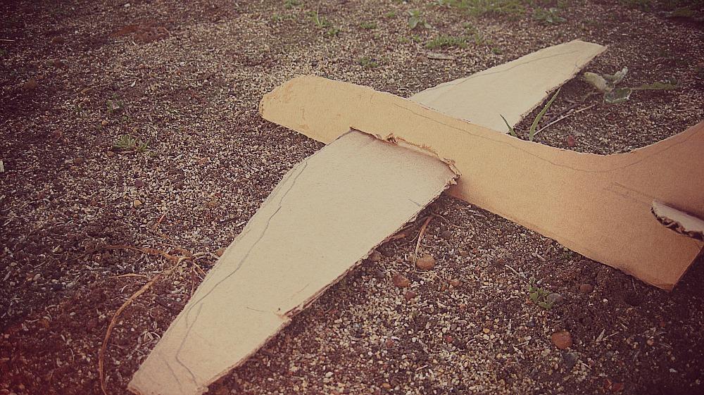 H E L M I handmade: Cardboard plane