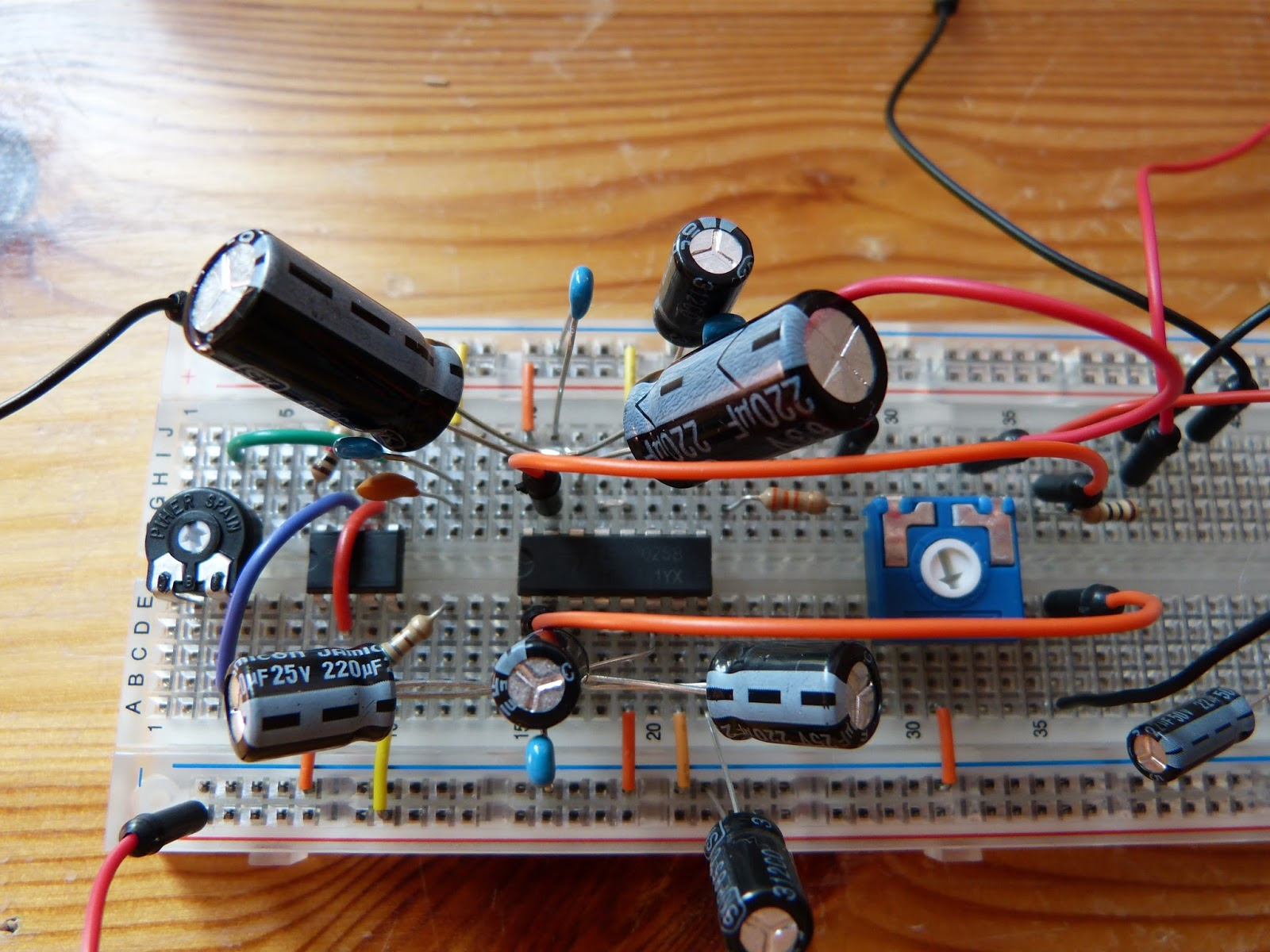 Makeelectronics Archives Homehack Fig5 Circuit Diagram Of 555 Timer In Astable Mode A Closer Look At The Breadboard With On Far Left 100k Trimmer Next To It Middle Tea2025b Amplifier And