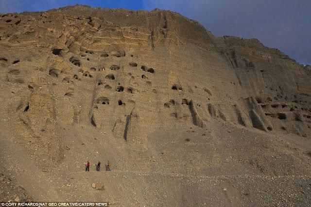 الكهوف الغامضة في هضبة التبت