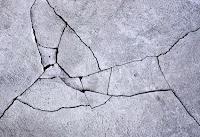 retak pada dinding