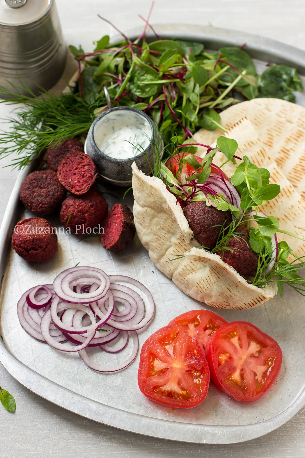 beetroot falafels - food photography by Zuzanna Ploch, fotografia kulinarna