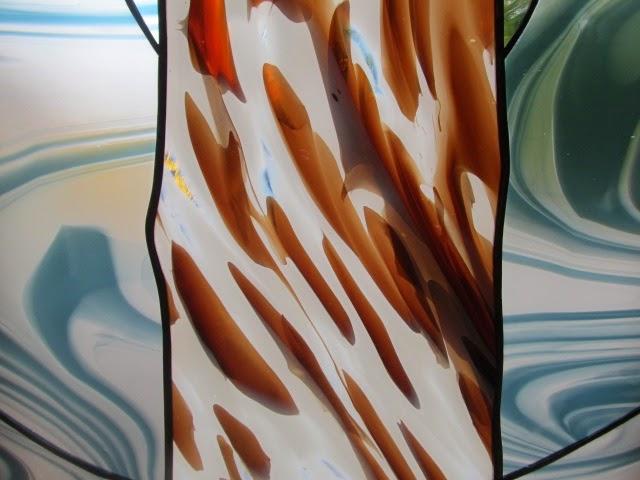 vitráž v koupelně vyrobena z ručně foukaného skla