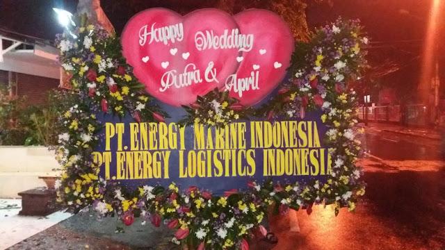 papan bunga pernikahan surabaya, bunga papan wedding surabaya, pesan bunga papan surabaya