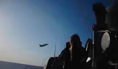 la-proxima-guerra-aviones-de-combate-rusos-pasan-rozando-destructor-de-misiles-americano
