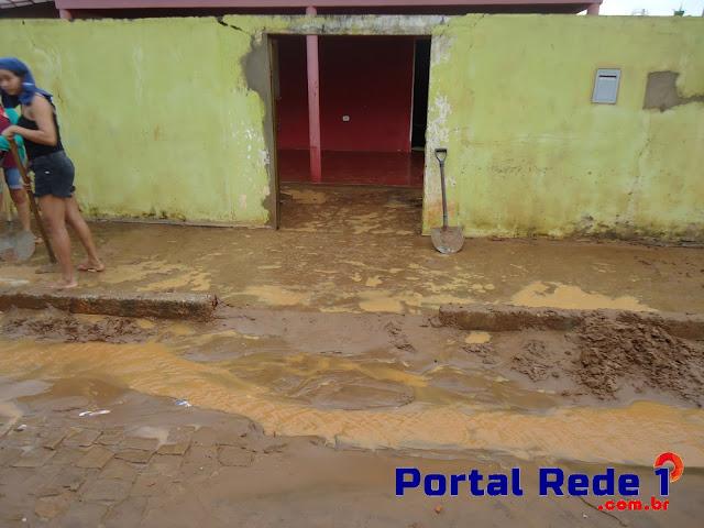 Forte chuva em Pedro II provoca alagamentos em residências