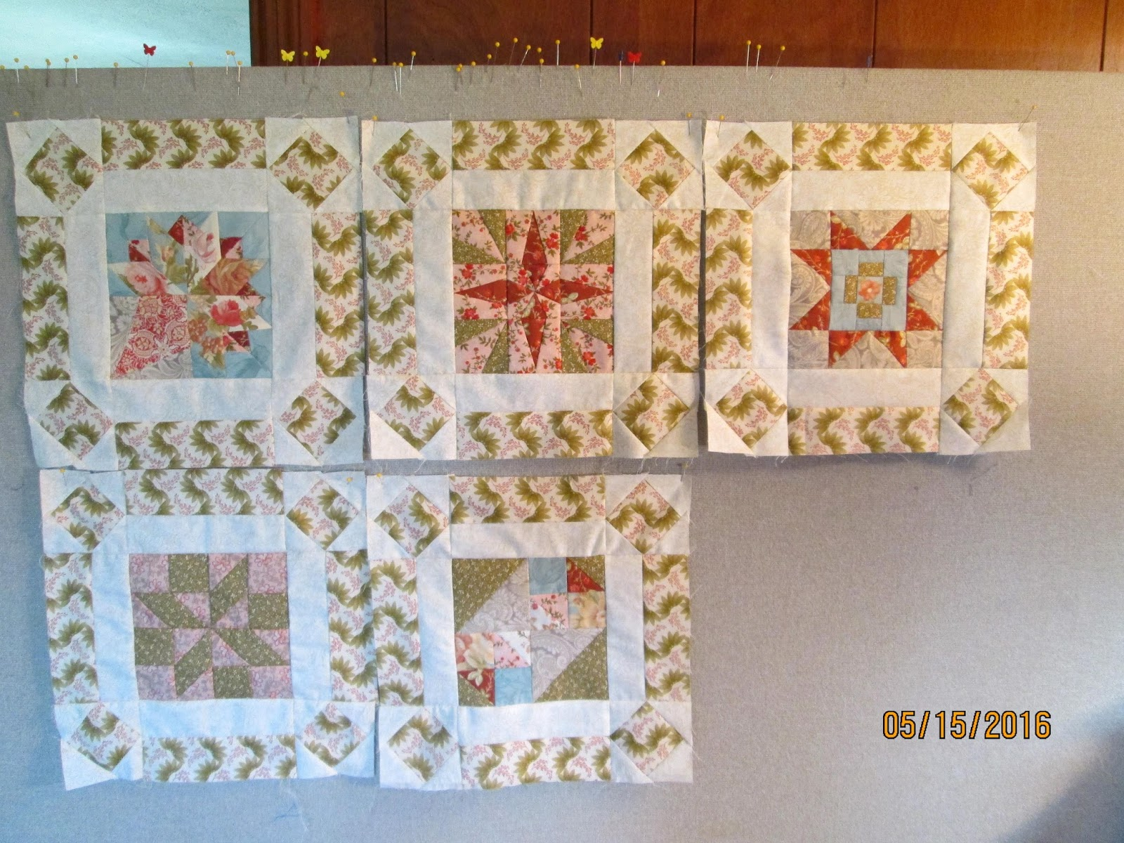 Design Wall Quilts Retractable : Cindy quilts design wall monday