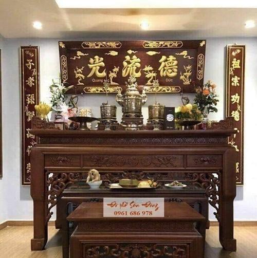 Có nên chọn bàn thờ gỗ gụ làm bàn thờ gia tiên không?-3