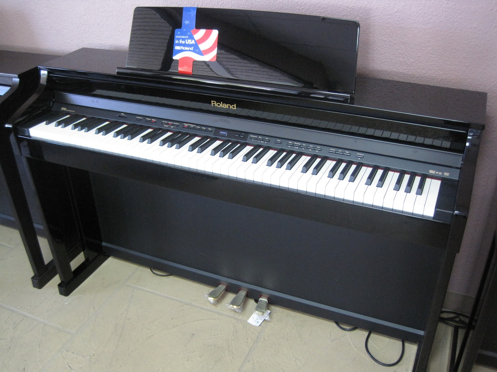 azpianonews review yamaha cvp601 vs roland hp506 digital piano completely different pianos. Black Bedroom Furniture Sets. Home Design Ideas